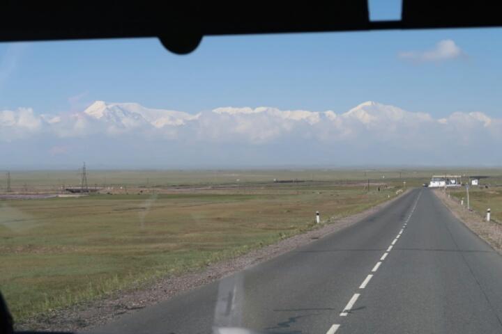 キルギス パミール山脈 レーニン・ピーク登山隊2017スタート