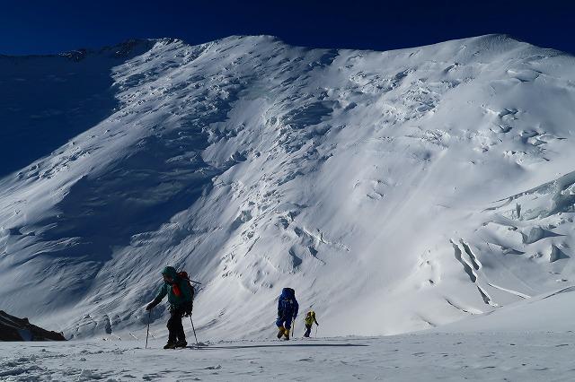 レーニン・ピーク7134m登頂できませんでした。