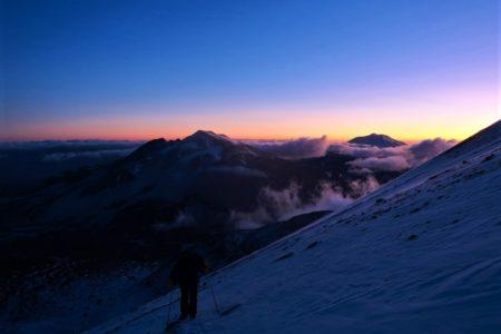 チリ最高峰オホス・デル・サラド登山隊2020 THE MOVIE アタカマ砂漠の雪
