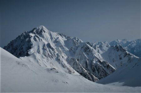剱岳2999mは遠く白く輝く