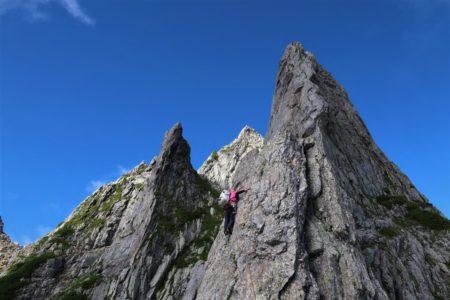 剱岳2999mチンネ左稜線と八ツ峰Ⅵ峰Dフェースから上半