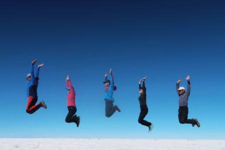 ウユニ塩湖で空飛ぶ登山隊2019
