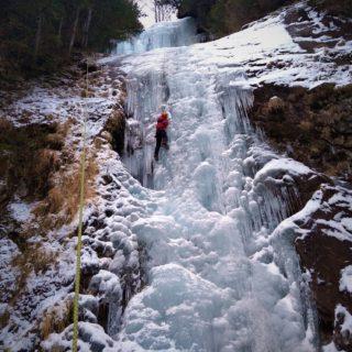 土曜日も日帰りマンツーマン アイスクライミング講習会@唐沢の滝