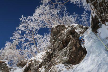 赤岳鉱泉 鉱泉道場~のジョーゴ沢 アイスクライミング講習会